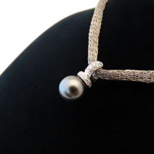 18ct w/g & Diam Black Tahitian Pearl