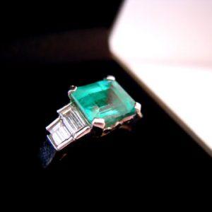 18ct Emerald & Diamond Ring